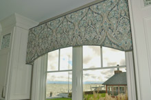 arched cornice with trim
